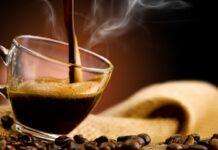 Anche tu bevi il caffè a stomaco vuoto? Ecco perché dovresti evitare