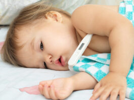 Il tuo bambino ha la febbre? Ecco come comportarsi e quando allarmarsi
