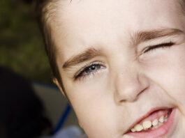 Come comportarsi in caso di tic nei bambini? Ecco alcuni consigli utili