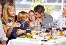 Ecco alcuni suggerimenti per trascorrere una serata tranquilla al ristorante con i propri bambini