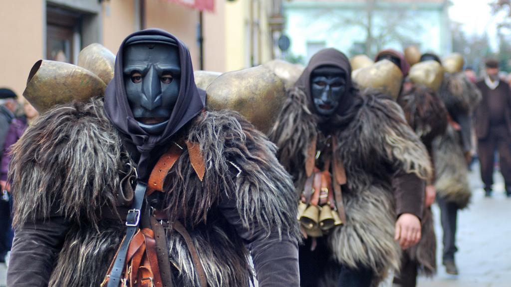 Mamuthones e Issohadores: ecco il Carnevale di Mamoiada!