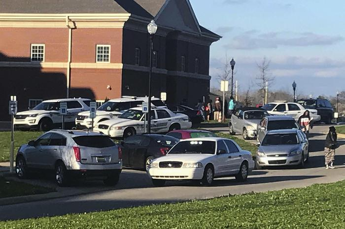 Sparatoria in un scuola dell'Alabama, muore ragazza di 17 anni