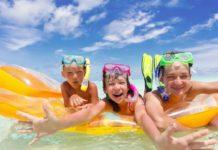 Come divertirsi in vacanza? Giochi da fare in acqua