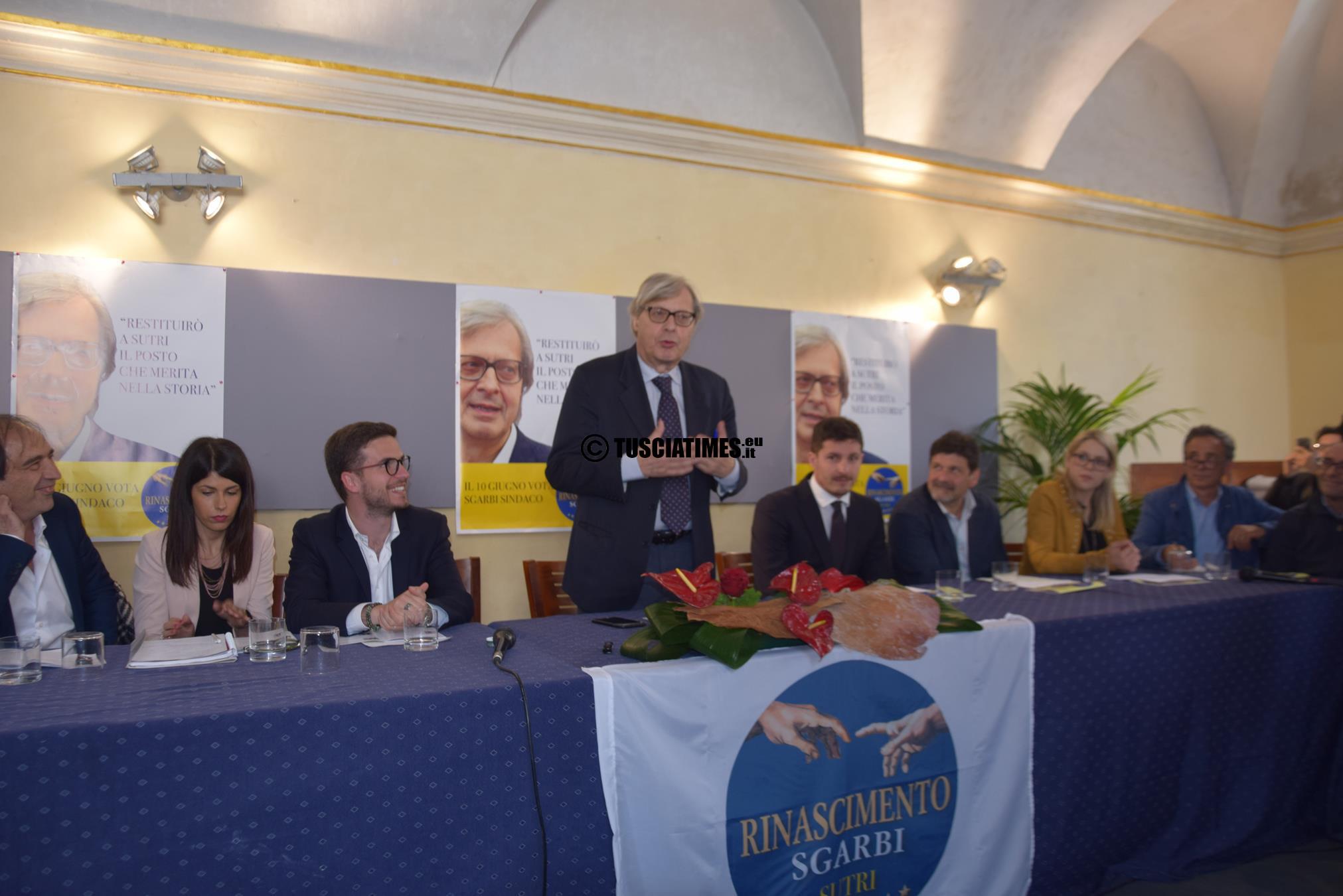 """Vittorio Sgarbi candidato sindaco di Sutri, alla presentazione della sua lista """"Rinascimento""""."""