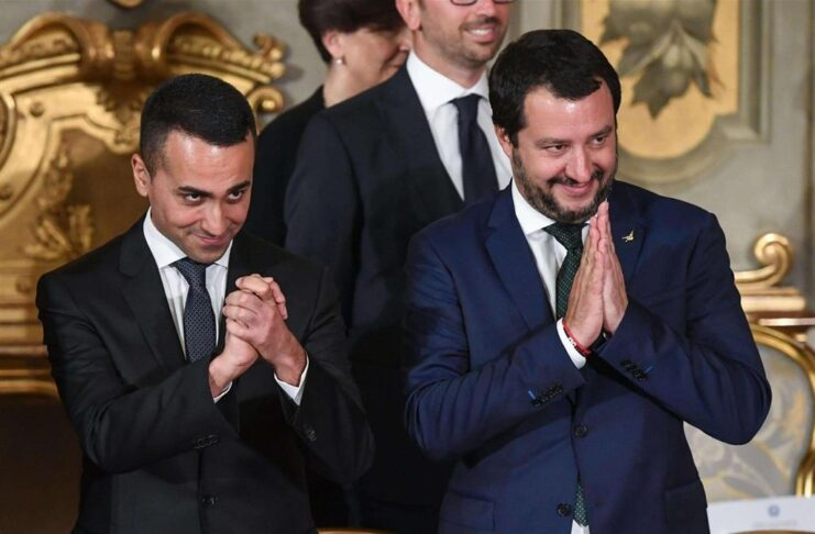 Di Maio - Salvini, two wolves in cages.