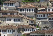 Berat la città dalle mille finestre (pixabay)