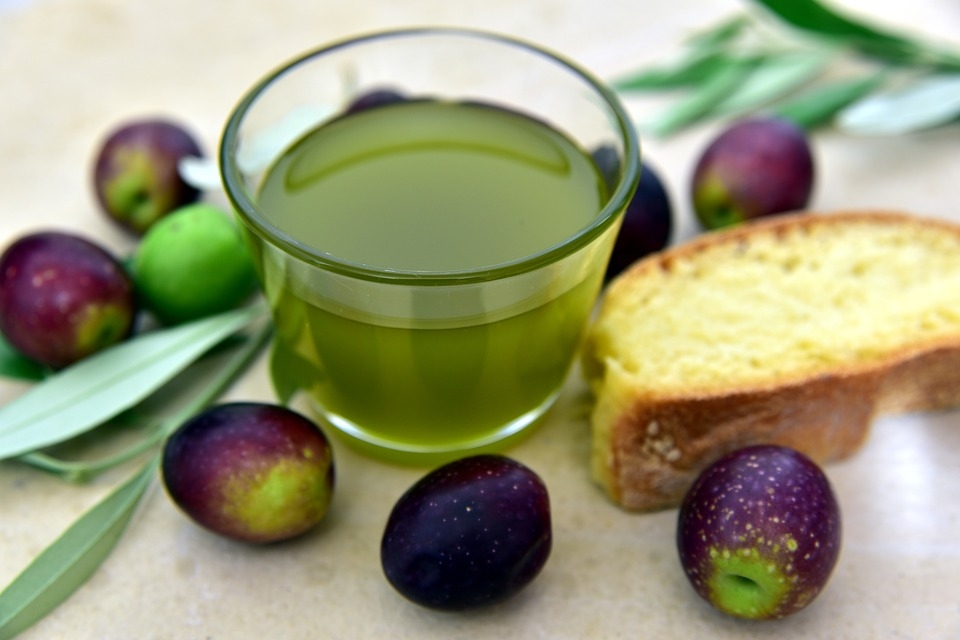 Cold-extracted olive oil