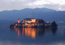 Lago di Mergozzo con borgo d'Orta.