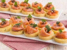 Crostini di polenta con salmone