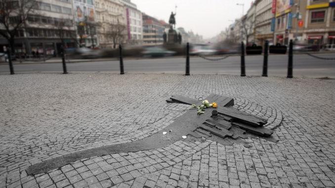 Un gesto, il mistero, la cultura: perché Praga