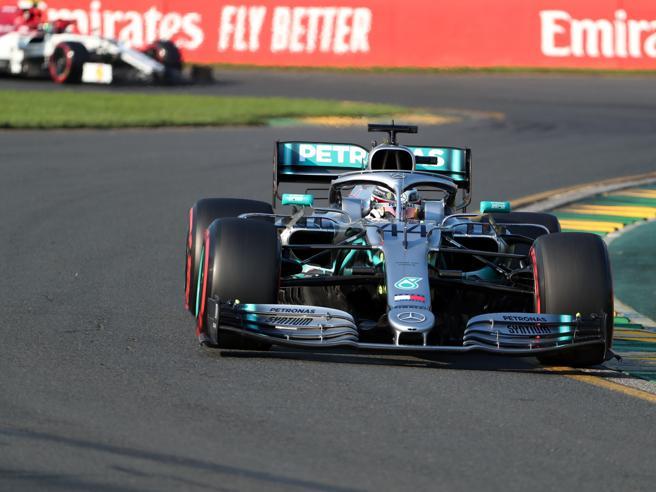 Al via la F1 con il Gp d'Australia: pole per Hamilton su Bottas, poi Vettel e Verstappen