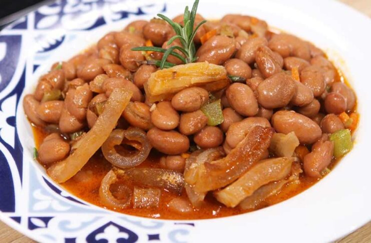 Beans with pork rind