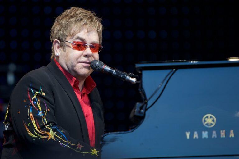 Elton John festeggia 29 anni di sobrietà
