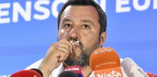 Salvini e il crocefisso