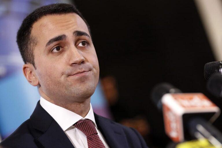 Casaleggio spera nei like e Berlusconi rincorre Salvini. Intanto a Bruxelles si fa la nuova Europa…