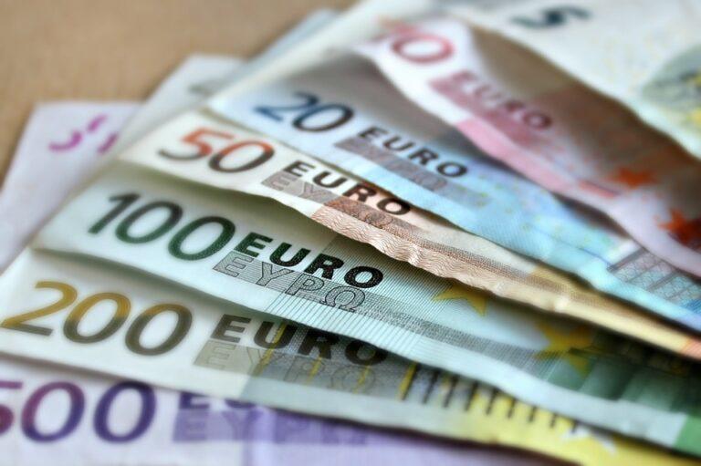 Mercato unico e forza dell'euro appaiono gli unici  strumenti per consolidare l'Unione