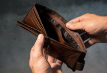 Italiani poveri, tra tasse ed evasori