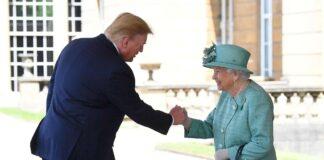 Trump-Regina-Elisabetta-stretta-di-mano