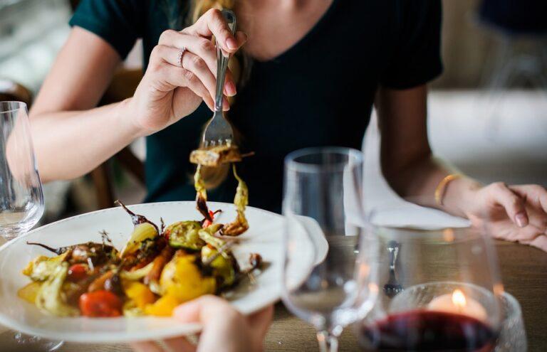 Occorre un pasto frugale la sera per preservare la salute del cuore