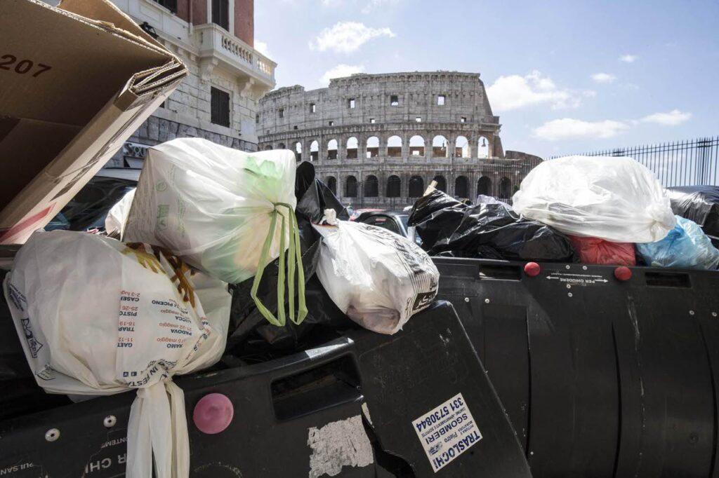 Roma tra i rifiuti