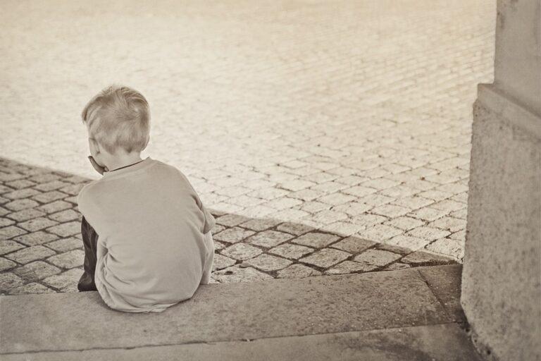 Bimbo autistico rifiutato dalla famiglia