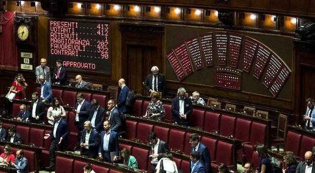 Passa alla Camera il decreto Sicurezza bis, 17 grillini non votano