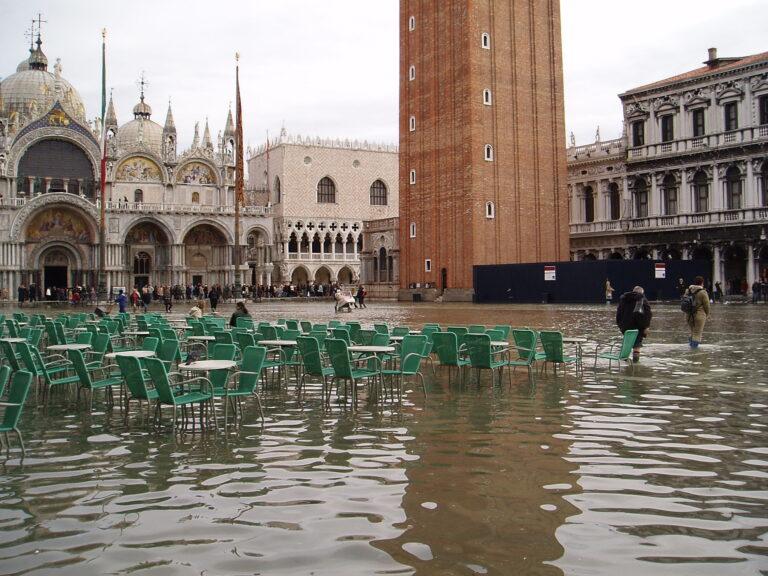 Maltempo in tutta Italia: a Venezia allagata la Basilica di San Marco, forti disagi al sud