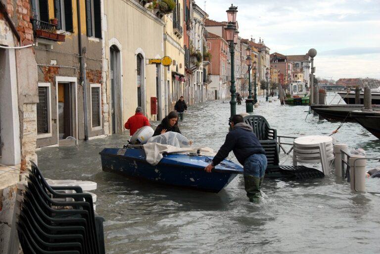 Venezia, la luna e le tangenti
