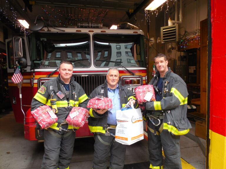 Panettone e Pandoro donati e descritti  ai vigili del fuoco di New York City