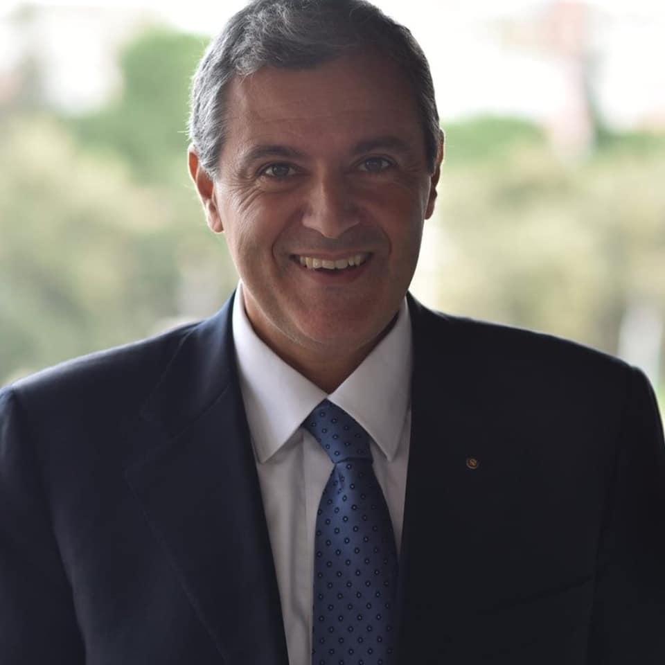 Профессор Риккардо Амиранте