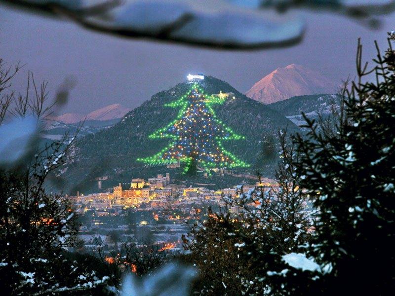 Arborele de Crăciun Gubbio a intrat în Cartea Recordurilor Guinness în 1991 (ildomaniditalia.eu/)