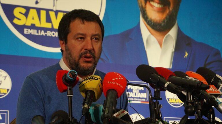 Salvini di nuovo in campagna elettorale, ora punta Roma
