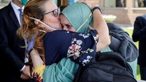 Silvia Romano abbraccia la mamma