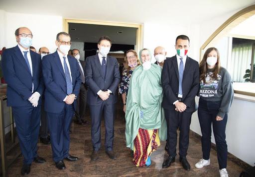 Silvia Romano e la delegazione del governo italiano