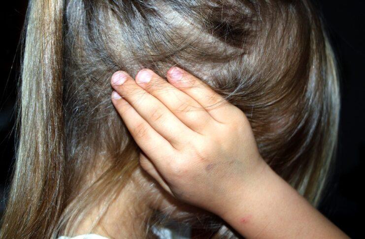Pedofilia, madre denuncia il proprio figlio