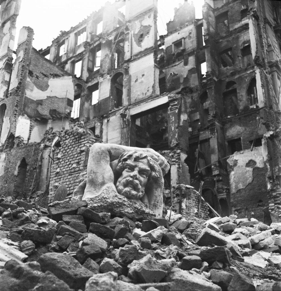 """Mostra """"Ma noi ricostruiremo"""" - Foto del manifesto - Edifici sventrati dagli ordini tra vi Lecco e via San Gregorio"""