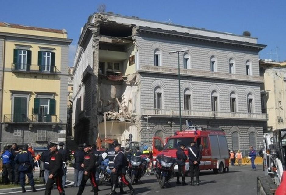 Napoli crollo palazzo