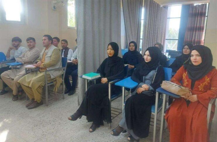 Studenti a Kabul in classi miste